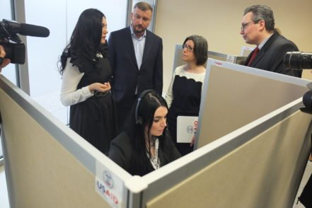 Minister of Justice Pavlo Petrenko and USAID Regional Mission Director for Ukraine, Belarus and Moldova Susan Fritz during opening the Ministry of Justice (MOJ) call center. PHOTO: the USAID New Justice Program