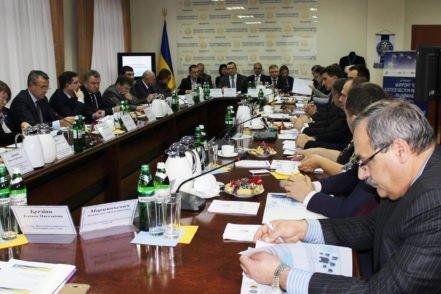 Учасники обговорюють впровадження електронного правосуддя під час регіонального судового форуму 11 листопада 2017 року у Вінниці. ФОТО: Вища рада правосуддя