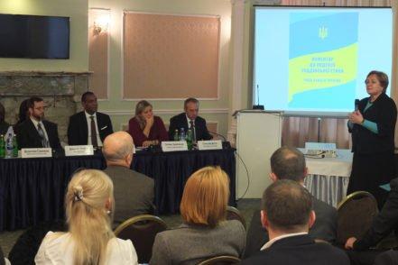 Заступниця керівника Програми USAID «Нове правосуддя» Наталія Петрова під час презентації Коментаря до Кодексу суддівської етики 17 листопада 2016 року в Києві. ФОТО: Програма USAID «Нове правосуддя»