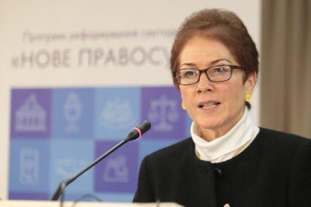 Посол США в Україні Марі Йованович звертається з вітальним словом до учасників конференції «Новий погляд на суддівське самоврядування» 5 грудня 2016 року в Києві. ФОТО: Програма USAID «Нове правосуддя»