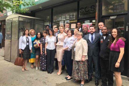 Члени української делегації після зустрічі з Директором, працівниками та волонтерами Громадського центру медіації району Краун Хайтс 16 червня 2017 року в Нью-Йорку. ФОТО: Програма USAID «Нове правосуддя»