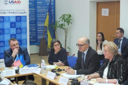 Учасники експертного обговорення щодо створення Вищого антикорупційного суду 16 червня 2017 року в Києві. ФОТО: Програма USAID «Нове правосуддя»