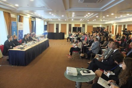 Учасники експертної дискусії «Сприйняття корупції та оцінка корупційних ризиків у судовій системі. Чи стане ефективним вирішенням проблема створення антикорупційного суду?» 27 вересня 2017 року у Києві. ФОТО: Програма USAID «Нове правосуддя»