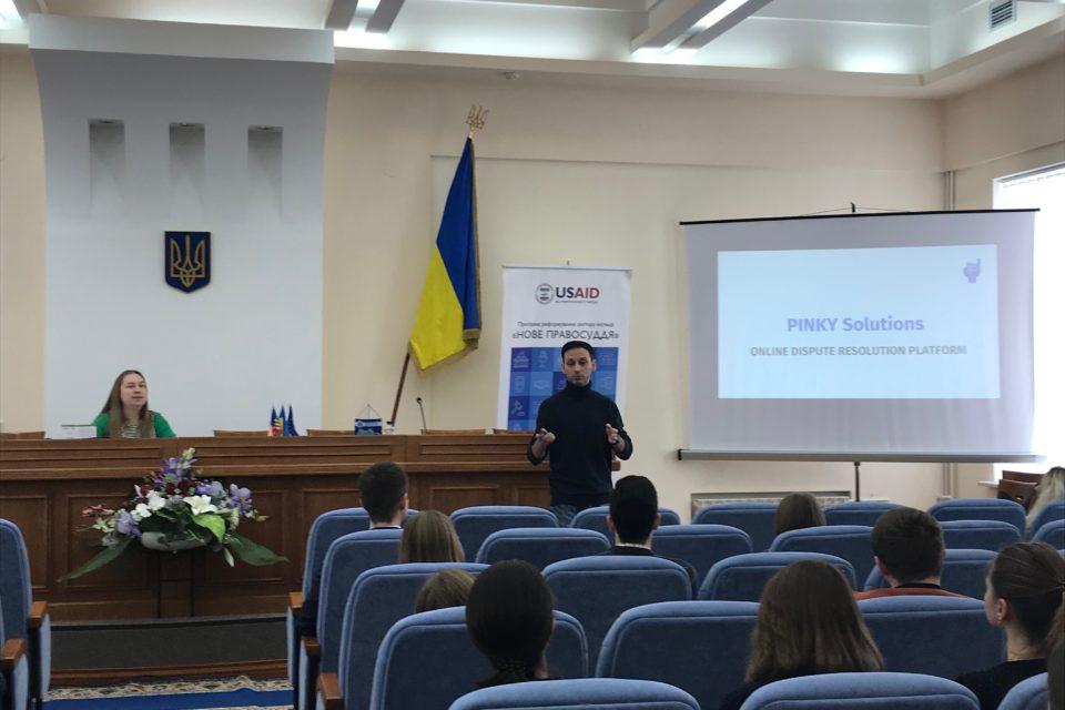 Учасники лекційного курсу Весняної юридичної школи «Право та цифрові технології» у Харкові. ФОТО: Програма USAID «Нове правосуддя»